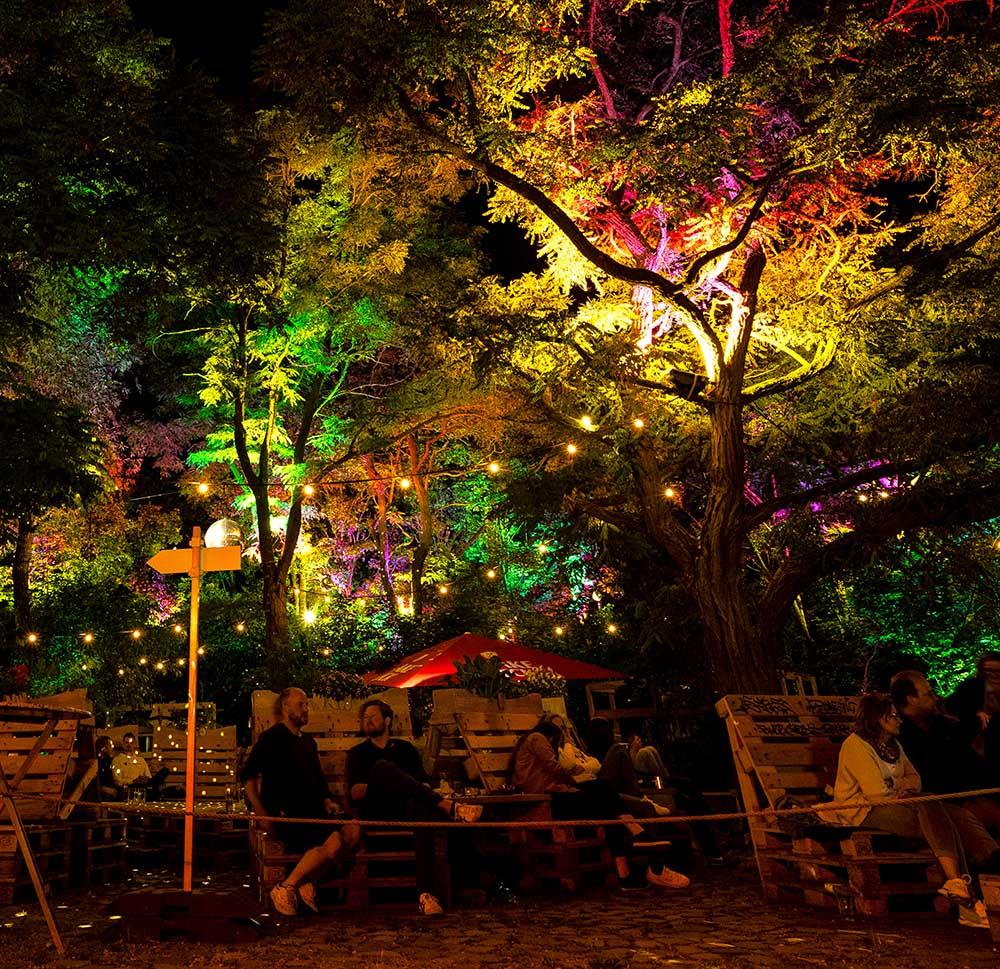 Bierhaven bei Nacht mit Beleuchtung im Lugger in Bremen